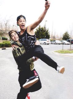 Hahaha!!!! Most kind and funnies people on earth!! Cameron Dallas and Nash Grier!!