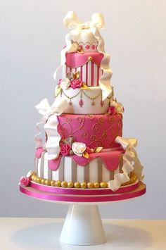 Too sweet to eat! 17 show-stopping statement wedding cakes