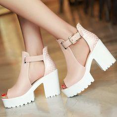Старинные женщин конструкции сандалии гладиатора квадратные высокие каблуки летняя обувь очаровательная открытым носком т ремни туфли на платформе свободного покроя сандалии купить на AliExpress