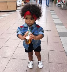 """7,058 mentions J'aime, 83 commentaires - Quenisha Qiana  Official (@quenisha.qiana) sur Instagram: """"Sip some juice  and rocking in @mini_rockz Rose Embroidery Denim jacket """""""