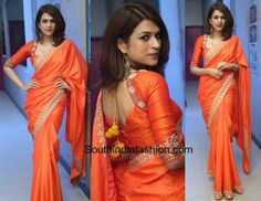 At a recent event, actress Shraddha Das looked lovely in an orange saree with delicate embellishments at the border. Saree Blouse Neck Designs, Fancy Blouse Designs, Bridal Blouse Designs, Choli Designs, Mehndi Designs, Stylish Blouse Design, Bastilla, Designer Blouse Patterns, Saree Look