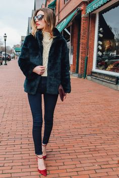 HIGH RISE SKINNY JEANS AND CABLE KNIT SWEATER, sole society pumps, faux fur jacket