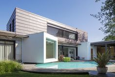 Private house in Anglet (France) by Geode Architecture, Biarritz, Installer: SARL Zinc Adour, Copyright : Paul Kozlowski #Architecture  #Cladding #PIGMENTO #France #Zinc #VMZINC #IndividualHousing #PrivateHouse  #StandingSeam #Project #SwimmingPool