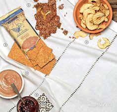 Хлебцы с изюмом и курагой «Эко Хлеб» Только проращенные зерна, нотка сухофруктов и никаких дрожжей.  Съешь меня: разумная порция – 2 хлебца, то есть примерно 100 ккал и 3 г белка.