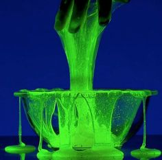 The Absolutely Best Slime Recipes to Make for Halloween! We have included our very best recipes and batches of slime, just in time for Halloween. Soirée Halloween, Halloween Haunted Houses, Halloween Birthday, Holidays Halloween, Halloween Decorations, Halloween Parties, Halloween Projects, Haunted House For Kids, Halloween Activities