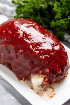 meatloaf recipes Flavorful ground beef stuffed with ooey gooey mozzarella cheese. This Mozzarella Stuffed Meatloaf is sure to become an instant family favorite! Beef Recipes For Dinner, Ground Beef Recipes, Meat Recipes, Gourmet Recipes, Cooking Recipes, Venison Recipes, Healthy Recipes, Meatball Recipes, Summer Recipes
