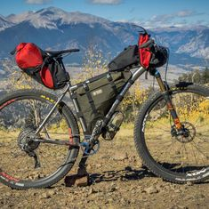 """1,570 Beğenme, 11 Yorum - Instagram'da Bikepacker (@bikepackermag): """"After testing our first rolltop frame bag, we understand the hype. @roguepandadesigns developed a…"""" Mtb, Mountain Bike Accessories, Retro Bicycle, Trike Motorcycle, Cargo Bike, Frame Bag, Mountain Biking, Touring, Cycling"""