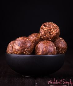 Picnic Bliss Balls with Thermomix Instruction. So simple and so delicious. Free from gluten, grains, dairy, egg and refined sugar. Delicious Vegan Recipes, Raw Food Recipes, Sweet Recipes, Snack Recipes, Cooking Recipes, Healthy Recipes, Simply Recipes, Vegan Meals, Healthy Foods