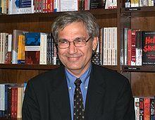 rhan Pamuk (prononcer Or rane Pamouke), de son vrai nom Ferit Orhan Pamuk, est un écrivain turc né le 7 juin 1952 à Istanbul. C'est l'écrivain turc le plus vendu dans le monde. Ils sont traduits en plus de 60 langues.  Le 12 octobre 2006, il a obtenu le prix Nobel de littérature, devenant ainsi le premier et unique Turc à recevoir cette distinction.