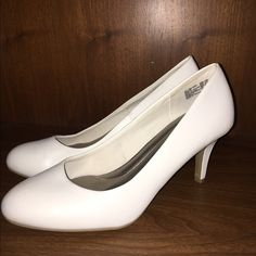 Very white kitten heel! These are never been worn comfort plus shoes from Payless! Predictions Shoes Heels
