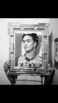 "A ""prettier"" adaptation of Frida Kahlo's self-portrait has been circulating the internet. Frida's iconic look has been appropriated ever s… Diego Rivera, Frida E Diego, Frida Art, Natalie Clifford Barney, Famous Artists, Great Artists, Nickolas Muray, Grand Art, Mexican Artists"