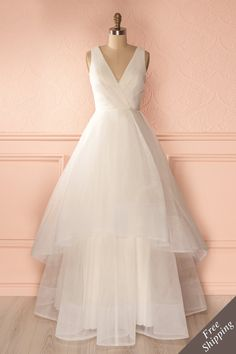 Alors qu'elle était debout en plein centre de la salle, il s'approcha d'elle et lui tendit sa main. While she stood in the center of the room, he offered her his hand as he approached. White layered tulle gown https://1861.ca/collections/products/basilie-blanc