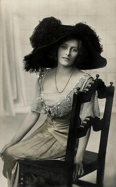 1910's Fashion - love the big hats. Beading. Bat wings.
