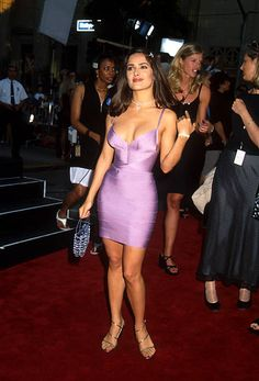 Hot salsa Salma Hayek and her bombshell curves packed into a tight lavender bandage dress and sexy gold high heel sandals - Wow! Salma Hayek Bra Size, Salma Hayek Style, Salma Hayek Body, Salma Hayek Young, Beautiful Celebrities, Beautiful Actresses, Gorgeous Women, Salma Hayek Measurements, Body Measurements