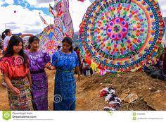 Muchachas Mayas Y Cometas Gigantes, El Día De Todos Los Santos, Guatemala Foto editorial - Imagen: 45466886