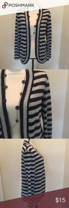 Croft & Barrow cardigan Navy Blue and Grey striped, open front Croft & Barrow cardigan in EUC. Offers are welcome! Buy 2 or more items in closet and save 10% croft & barrow Sweaters Cardigans