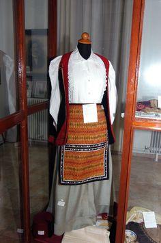 Αγία Παρασκευή - Φλώρινα: Βλάχικη γυναικεία ενδυμασία (1880) @ Δημοτικό Ιστορικό & Λαογραφικό Μουσείο Αιγίου / Agia Paraskevi - Florina: Women's costume - vlacha (1880) @ Municipal Historical & Folkloric Museum of Aigiou [http://www.hri.org/GAFS/macedon.html]