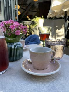 Breakfast Around The World, Restaurant, Tableware, Dinnerware, Diner Restaurant, Tablewares, Restaurants, Dishes, Place Settings