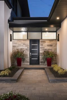 Rinox innovates to offer the newest and most natural looking product on the market with the Londana Stone. This innovative stone adds prestige and distinction to any home. This product has a width of 3 inch. Building Renovation, Contemporary Classic, Hypebeast, Dream Homes, Curb Appeal, Modern Architecture, Classic Style, Beautiful Homes, Building A House