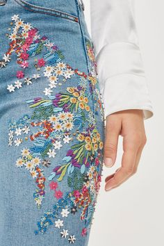 Mid Blue Embroidered Jamie Jeans - pretty stitchwork on jeans Source by Beyondg. - Mid Blue Embroidered Jamie Jeans – pretty stitchwork on jeans Source by Beyondgurl – - Diy Jeans, Sewing Jeans, Cuffed Jeans, Skinny Jeans, Diy Clothing, Custom Clothes, Unique Clothing, Diy Fashion, Fashion Outfits