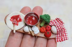Vegetarian Pizza Preparation - €35.00 : PetitPlat, Miniature Food Art