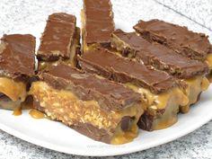 Batoane de ciocolată cu alune şi caramel