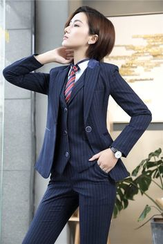 women in suits, ties, and vests. THE BEST : women in suits, ties, and vests. Androgynous Fashion, Tomboy Fashion, Suit Fashion, Womens Fashion, Estilo Tomboy, Tomboy Stil, Dandy, Business Outfits, Business Attire