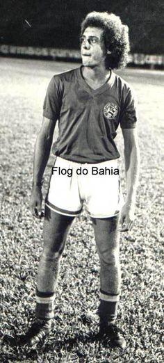 Dendê  Meio-campo do início dos anos 70. Jogou também no Vitória e no Flamengo