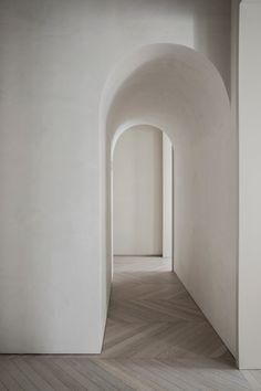 Interior Design Inspiration, Home Interior Design, Minimal Architecture, Wooden Flooring, Joinery, Light Colors, Bean Bag Chair, Mirror, Furniture