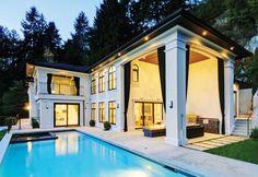 極致典雅:2012年完工,採用全新技術標注,全方位智能控制系統覆蓋整個房屋。5間臥室,7間浴室,居住空間寬敞,內飾精美細緻,雙層陽臺,盡覽壯麗海景。 CAN $8,688,000