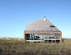 Architect Marc Koehler has designed the Dune House, a home that fits in with the dune landscape on Terschelling island in The Netherlands.The concept of the house is inspired by the dune landscape Wood Architecture, Contemporary Architecture, Dutch House, House Built, Interior Exterior, Interior Design, Detached House, House Design, Decoration