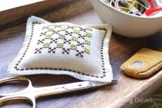 Cross Stitch – Pin Cushion Squared It was pointed out to me recently that for someone who likes things 'to be in their right place' I am a little lax when it comes to my project equipment. Pin Cushions, Needlepoint, Sewing Projects, Cross Stitch, Embroidery, Daisies, Throw Pillows, Punto Croce, Crossstitch