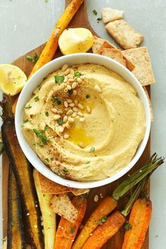 BUTTERNUT SQUASH Hummus! A healthy dip that's perfect for fall and winter! | Vegan, dairy free, gluten free, and vegetarian. | Click for healthy recipe. | Via Minimalist Baker