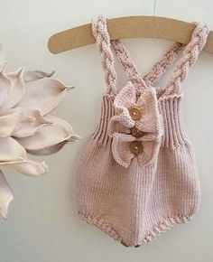 Knitted Baby Rompers Models - Cheerful Ornament Home - Free Birthday S . Baby Knitting Patterns, Knitting For Kids, Knitting Socks, Free Knitting, Knitted Baby Clothes, Crochet Clothes, Handgemachtes Baby, Frock Patterns, Baby Overalls