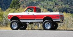 This is a nice old chevy truck, the old two tone paint jobs are awesome!