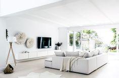 Post: Fantástica villa en los alrededores de Sydney, Australia --> casa grande, casa moderna luminosa, decoración australia, decoración en blanco, decoración interiores, diseño interiores, estilo marítimo, estilo nórdico, villa australia, cocina con isla, diseño exteriores, marmol, blanco, interior design, interior styling, white, home decor