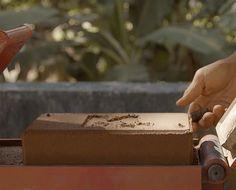 No entanto, os criadores não querem parar por aí. O intuito é conseguir levantar fundos para construir uma fábrica, que permita a produção em escala industrial. Localizado na própria região afetada pelo acidente, o empreendimento deve contar com 80 funcionários contratados da própria comunidade e ser capaz de produzir até quatro mil tijolos por dia. Segundo os criadores, os tijolos de Mariana, de Metakflex, é sete vezes mais resistente que os comuns.