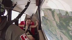 Little Girl Explodes With Laughter Each Time Her Pilot Dad Performs The Barrel Roll! Stunt Plane, Plane Ride, Barrel Roll, Flying Together, Flight Club, Kids Laughing, Learn To Fly, 4 Year Olds, Stunts