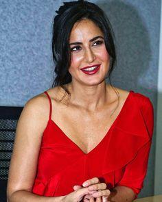 😍😍 Katrina Pic, Katrina Kaif Hot Pics, Katrina Kaif Images, Katrina Kaif Photo, Bollywood Celebrities, Bollywood Actress, Katrina Kaif Without Makeup, Hot Actresses, Celebrity Style