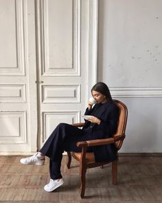 Find images and videos about girl, style and outfit on We Heart It - the app to get lost in what you love. Fashion Mode, Look Fashion, Fashion Beauty, Winter Fashion, Womens Fashion, Hipster Vintage, Style Hipster, Mode Outfits, Fashion Outfits