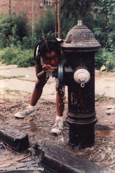 A Brooklyn native, Jamel Shabazz has become a storyteller, both visually and verbally. He captivates one's sight and innermost thoughts; all the while invoking a myriad of emotion and exposing the inner beauty that exists through struggle. Black Photography, Street Photography, Jamel Shabazz, Estilo Hip Hop, Brooklyn, Vintage Black Glamour, Black Girl Aesthetic, My Black Is Beautiful, Black People