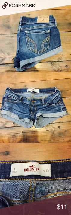 ⛅️Hollister shorts⛅️ 🐾 LIKE NEW WORN ONCE🐾 ⛅️Hollister shorts ⛅️ 🍂 size : 1/25w🍂 🐉Hollister🐉 🌸 grunge 🌸 🎱welcome to my shop ! My names shy girl love if you have any questions please ask!🎱 $$ bundle to save money$$ 🚫no trades or lowball offers🚫 Hollister Shorts Jean Shorts