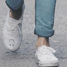 - ̗̀ till death we do art ̖́ - Conan Gray Aesthetic, Music Aesthetic, Red Aesthetic, Louis Tomlinson, Harry Styles, Louis Williams, Light Of My Life, Miley Cyrus, White Shoes