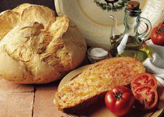 """Pa amb tomaca""  Pan, tomate rayado, aceite de oliva y sal"