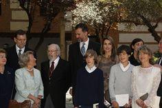 LA IMPORTANCIA DEL PREMIO CERVANTES PARA LA FAMILIA REAL  http://www.europapress.es/chance/realeza/noticia-importancia-premio-cervantes-familia-real-20130423163328.html