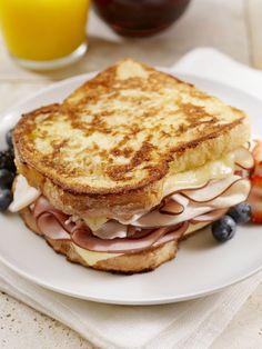 Classic Grilled Monte Cristo Sandwich Monte Cristo Sandwich, Turkey Sandwiches, Wrap Sandwiches, Cuban Sandwich, Toast Sandwich, Grilled Sandwich, Salad Sandwich, Sandwich Recipes, Sandwich Board