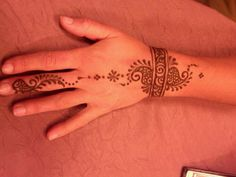 | would love to have this done .  .  . so delicate & graceful | and not permanent ~
