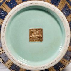 162、 Qianlong blue glaze icing on the cake and gold relief I quit the map hammer bottle - 清乾隆蓝釉锦上添花描金浮雕老子出关图棒槌瓶.jpg (1000×997)