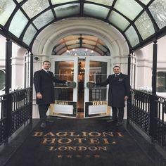 #BHdestinations: At the Baglioni Hotel London, our fantastic doorman team is looking forward to welcoming you! #BaglioniHotels #BaglioniHotelLondon #HydePark #Kensington #London #luxuryhotel #welcome #doorman