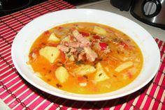 Retete Culinare - Ciorba de legume cu kaizer si tarhon Cheeseburger Chowder, Thai Red Curry, Soup, Ethnic Recipes, Romanian Recipes, Soups